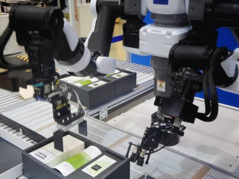 Robot packaging boxes